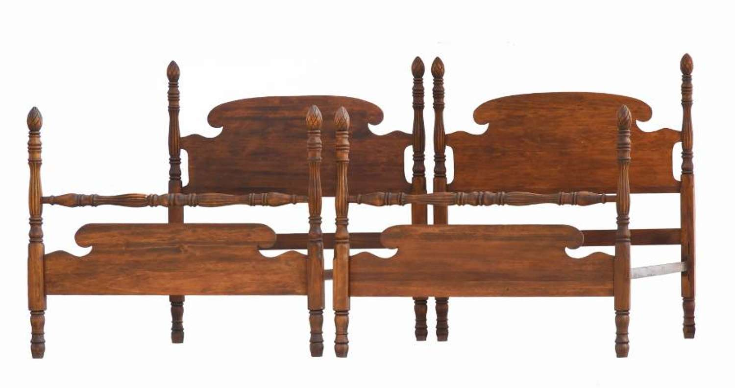 Pair of Twin Single Beds Colonial Revival Turned Wood Four Posts 20th Century