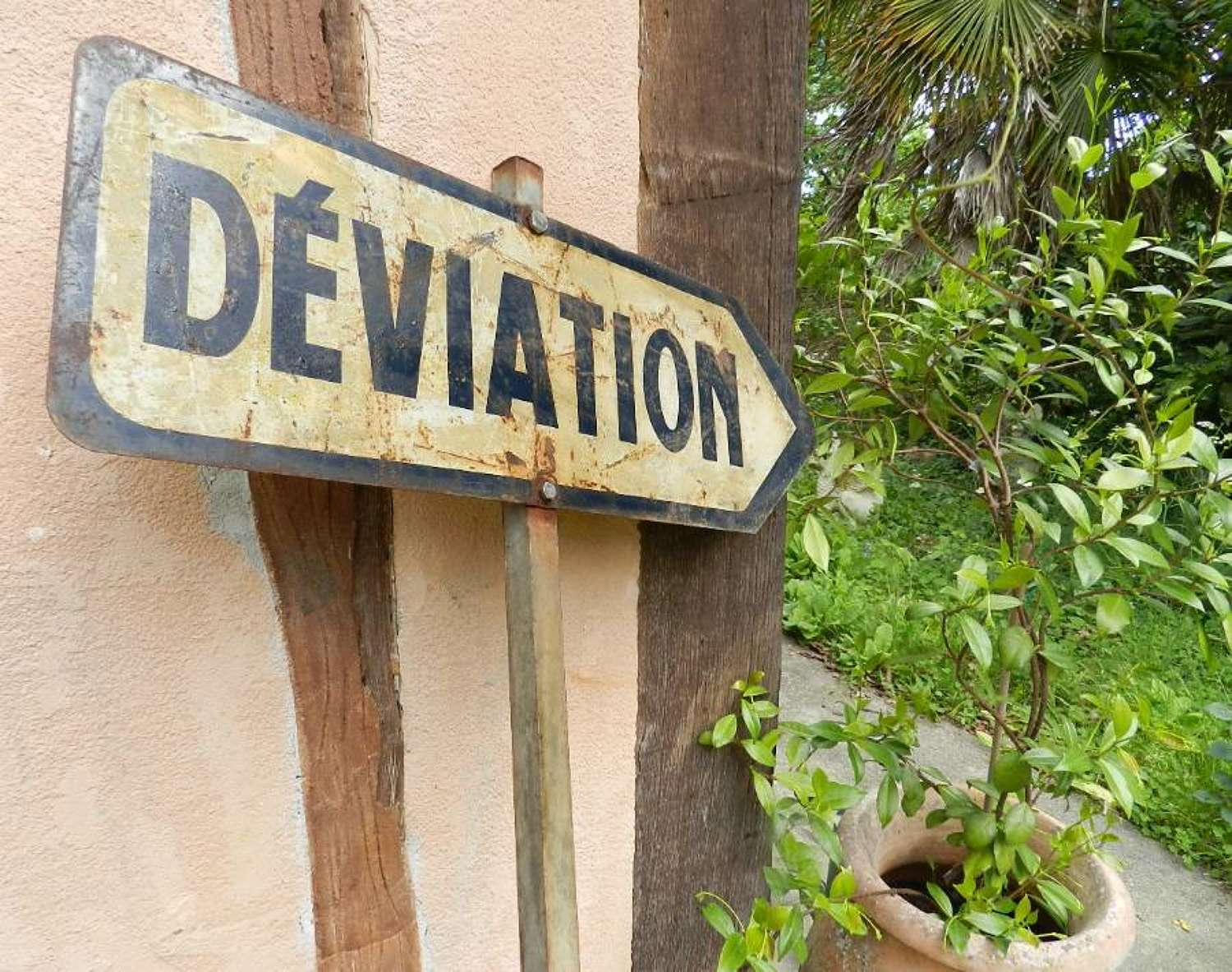 Deviation ! Old French Road Sign Post Garden Decor