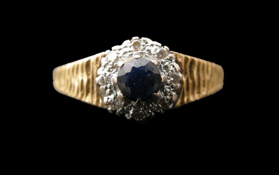 Vintage 18ct Gold Ring Sapphire Diamond